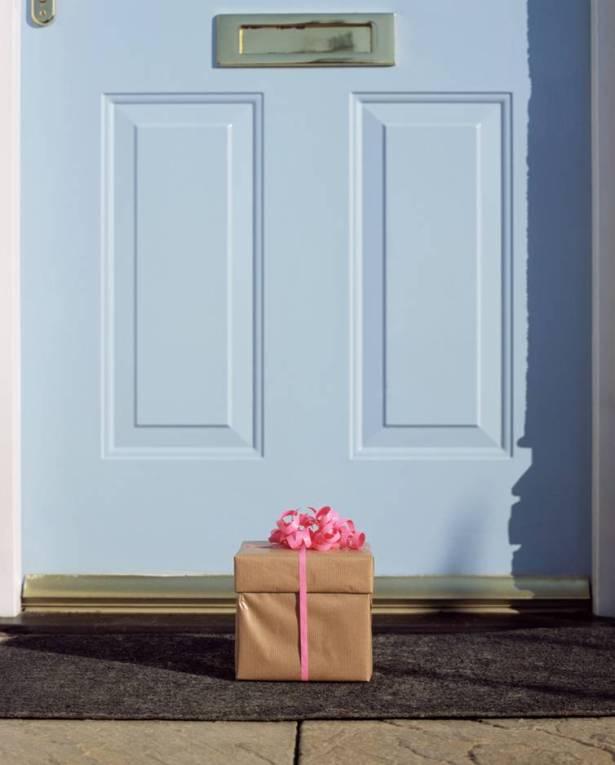 door-gift-at-door (1)